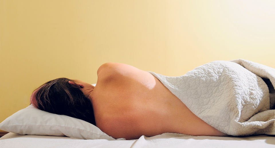 5 Ways Sleeping Naked Can Benefit You