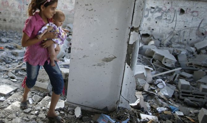 "Gaza Children Start ""Rubble Bucket Challenge"" Using Dirt From Bombed Homes"