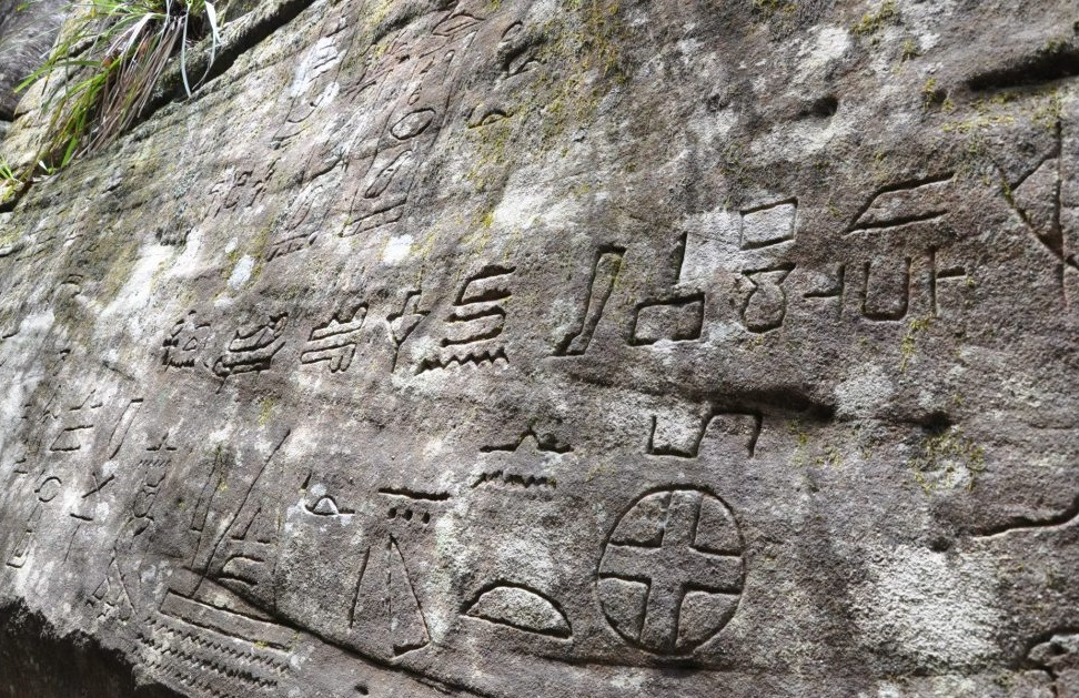 Could mysterious engravings of ancient egyptians in