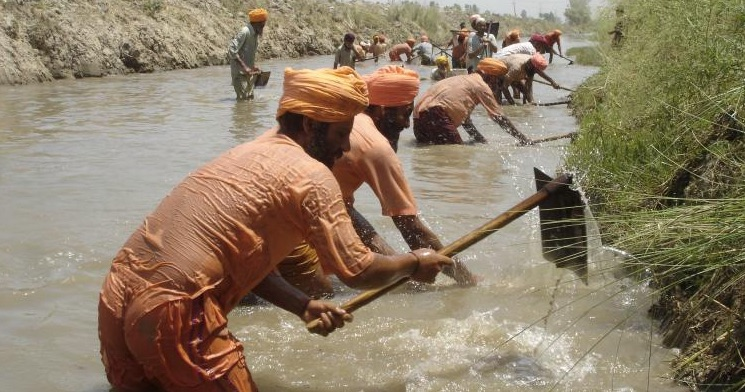 Sant Balbir Singh Seechewal Remove Trash and Plant Hyacinth Flowers Along Kali Bein River in India.
