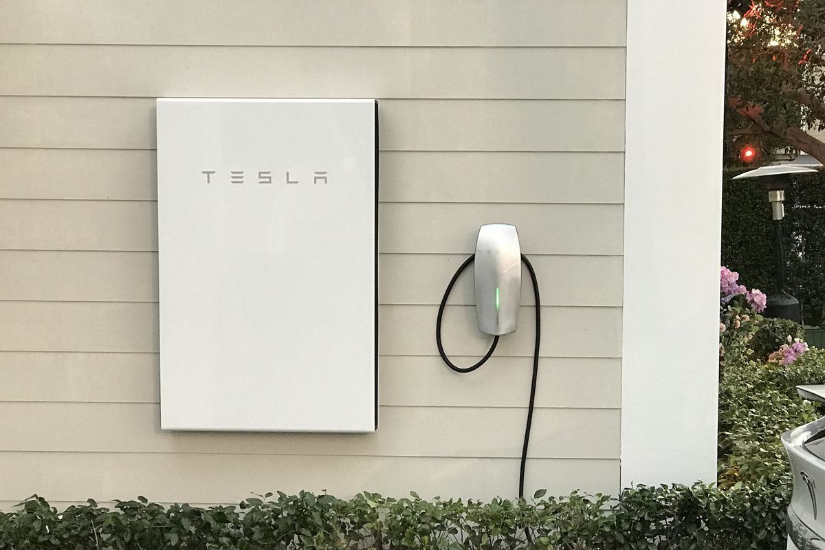 Tesla Is Shipping Hundreds Of Powerwall Batteries To