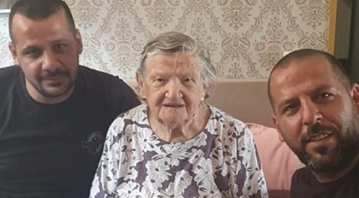 Palestinian Plumbers Refuse to Charge Elderly Israeli After Learning She's a Holocaust Survivor